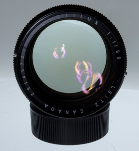 prime lens dengan bukaan lebar, kaya' bolong ya?