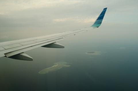melewati gugusan pulau..