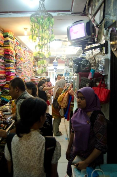 sisi dalam toko sulawesi