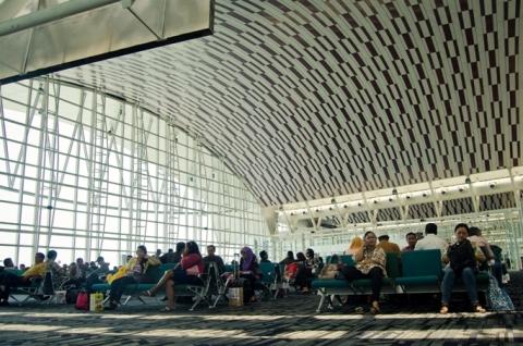 bagian dalam bandara sultan hassanudin