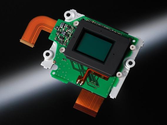 sensor baru nih! ngga pake Optical Low Pass Filter